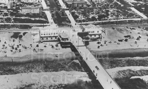 Aerial View of the Pier and the beach. Note the Pacific Electric buildings at the base of the Pier and the many vacant lots in the Sand Section.