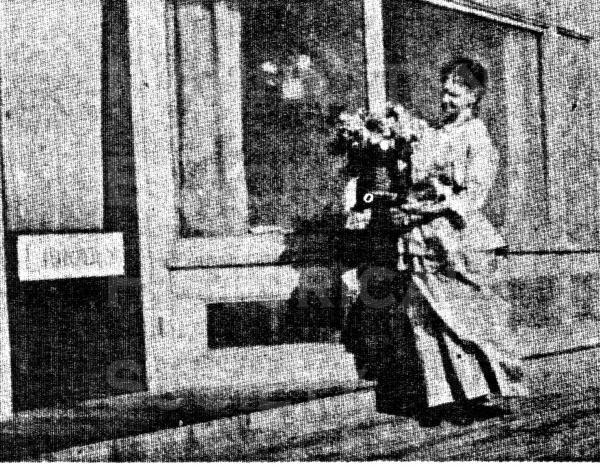 The first librarian, Mrs A.C. Conner. in front of the original Neptunian Clubhouse/Library at 1200 The Strand).  She was the wife of Albert Clinton Conner who was an amateur landscape artist and the City's first treasurer.