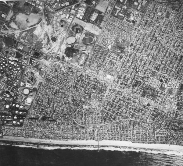 Satellite photo of Manhattan Beach, showing the Standard Refinery tank farm that were later developed into the Manhattan Village, the Mall and the Manhattan Marriott.  TRW (presently Northrop Grumman) buildings are to the east.  Note that Aviation High is to southeast of TRW.