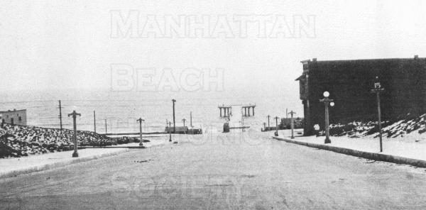 Looking southwest on Center St. (Manhattan Beach Blvd.) from Highland Ave.  Note that the Pier was completed in 1920 but the round house wouldn't be completed until 1922.