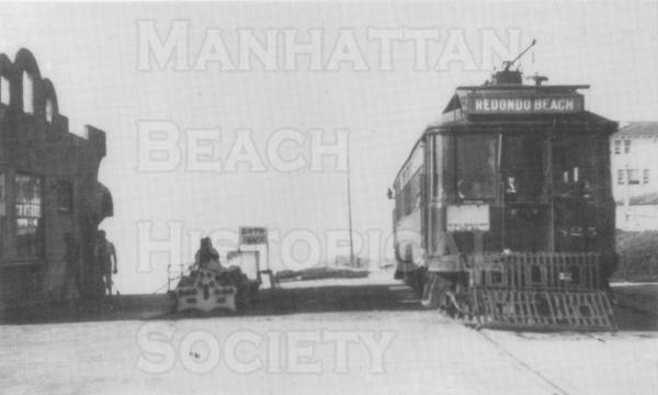 Manhattan Beach had a Red Car stop at the Pier (in addition to four other stops).  There was a double track line that went from Plata Del Rey to Redondo Beach(along the present-day bike path).  It shut down for lack of ridership in 1940.