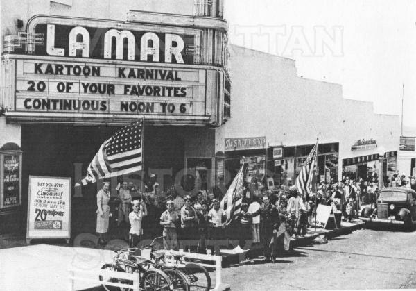 Crowd waiting for the July 4 Parade in 1948  Location: the La Mar movie theater at 230 Manhattan Beach Blvd.