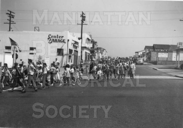 July 4 Parade in 1948.  Location: Looking north up Highland Ave. at Manhattan Beach Blvd.