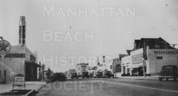 Looking north up Manhattan Ave. at downtown Manhattan Beach. Woodburys was just north of 10th St.
